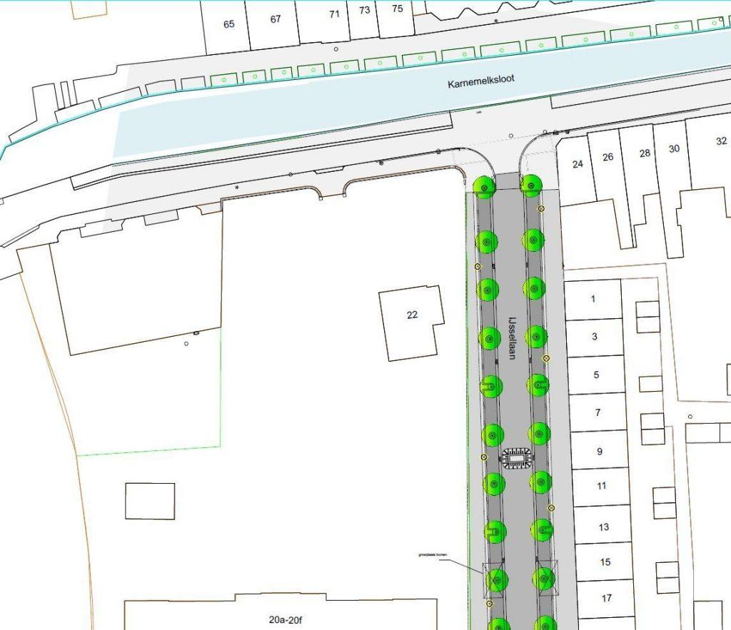 Kaartje met daarop een tekening van het nieuwe ontwerp voor de IJssellaan en de Dijkstraat met onder andere bomen en verkeersdrempels.